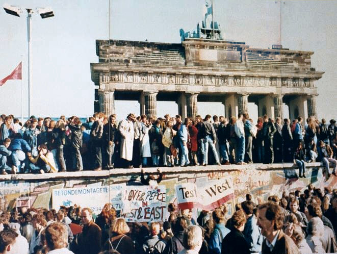 """Thefalloftheberlinwall1989"" by Lear 21 at English Wikipedia. Licensed under CC BY-SA 3.0 via Commons."
