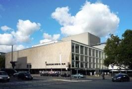 """Deutsche Oper Berlin presenta: """"I Capuleti e i Montecchi"""" e """"La Traviata"""" in lingua originale."""
